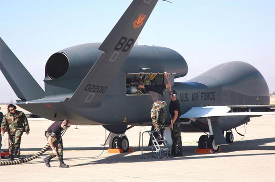 美军一架全球鹰无人机在加州坠毁 造价2.2亿美元