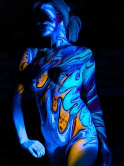 惊艳!美国艺术家打造荧光人体彩绘