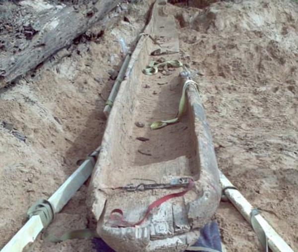 美夫妻意外发现1000年前古印第安人独木舟