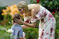 伊万卡亮相白宫野餐会 亲吻儿子额头母爱爆棚