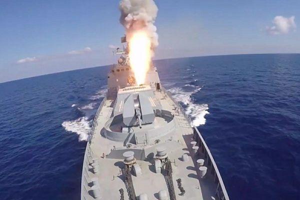 """俄罗斯发射6枚""""口径""""巡航导弹 打击叙境内IS目标"""