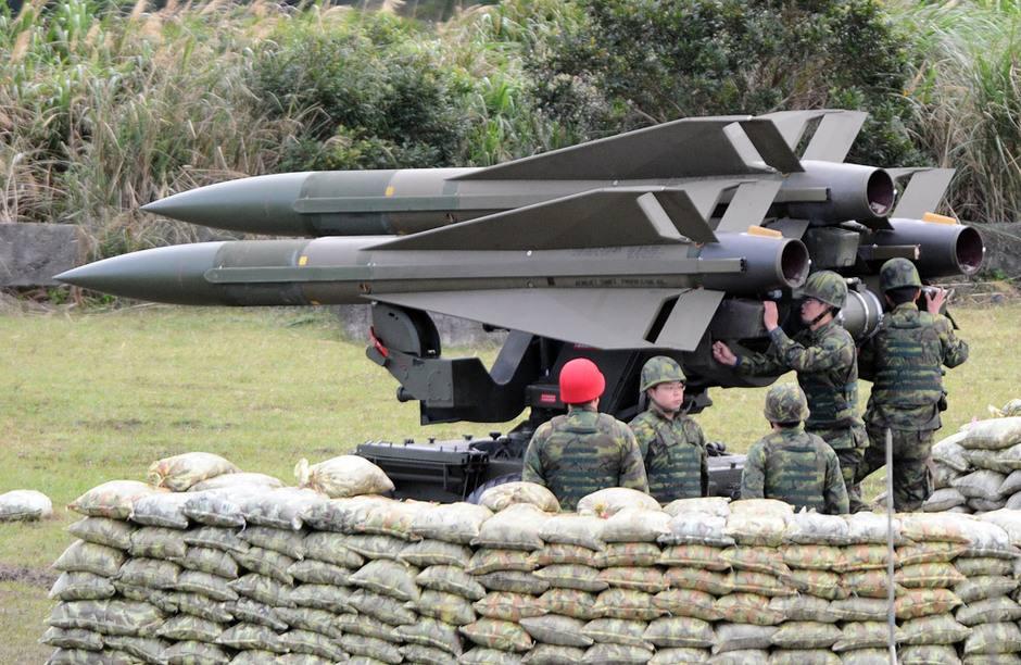 台军试射导弹半空爆炸吓坏村民 飞偏已非首次