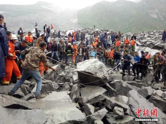 四川茂县山体垮塌100余人失踪 省委书记赶赴现场