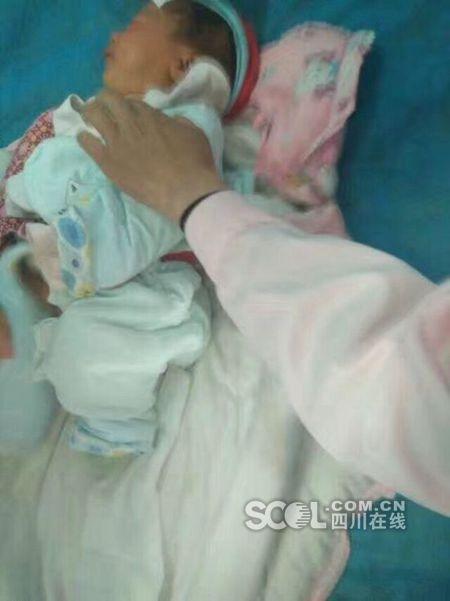茂县山体垮塌抢救出三名被埋人员 是一家三口