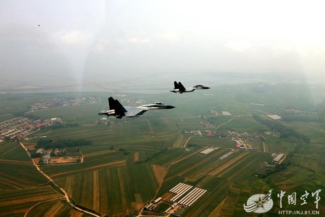 """中国空军对抗考核 有人两次打出""""64比0"""""""