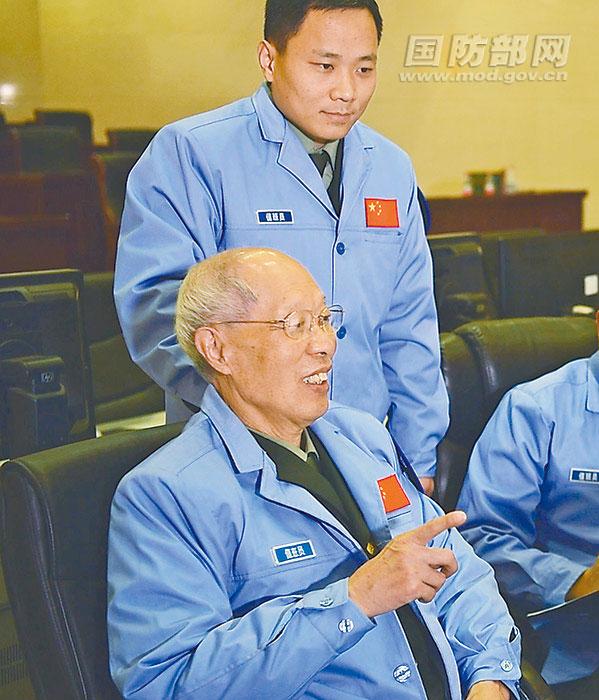 """75岁院士用""""北斗""""导航人生:古稀之年坚持科研"""