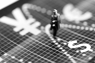 人民币双向波动 海外资产配置需慎重