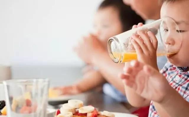 儿科医生集体抗辩:反对给孩子喝果汁!引发儿童肥胖、蛀牙⋯⋯