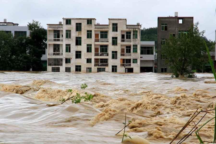 江西3名镇干部救灾中被洪水冲走 消防用无人机搜寻