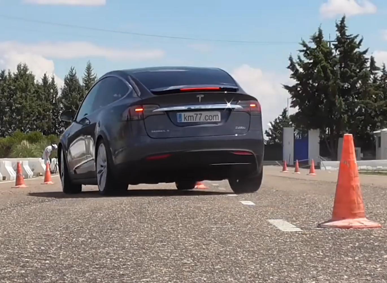 """科技雷不撕:特斯拉Model X轻松通过""""麋鹿测试"""""""