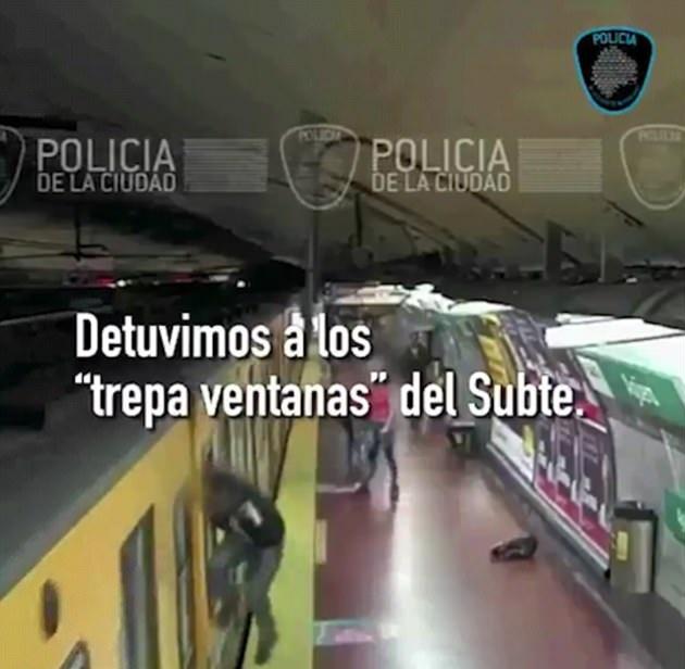 """阿根廷小偷地铁站上演惊魂""""窗口偷窃"""""""
