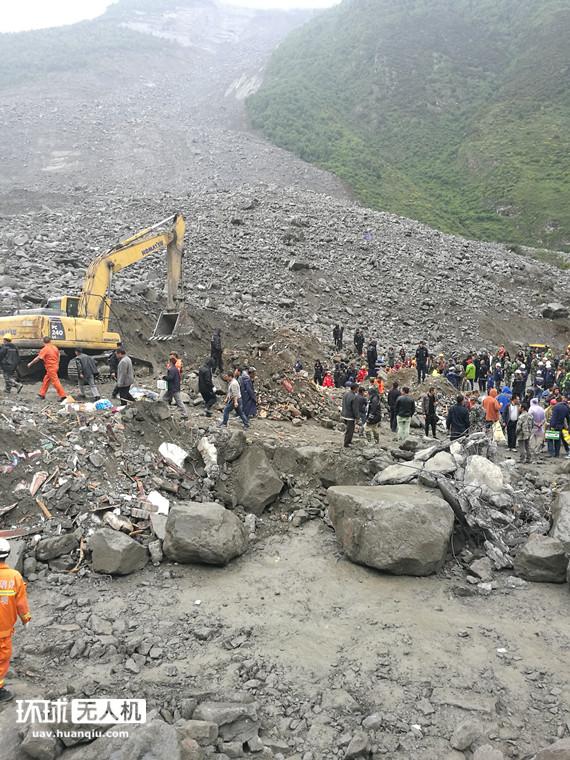 四川茂县山体垮塌无人机显身手 一线飞手讲述现场情况