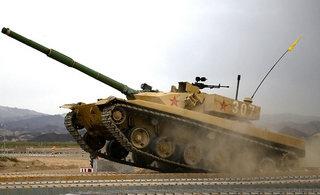 新疆军区96式坦克进行强化训练