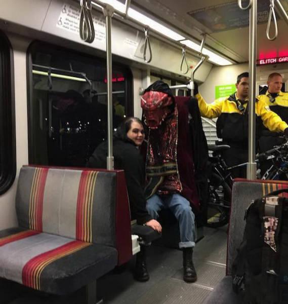 地铁是一个奇葩聚集的地方图片