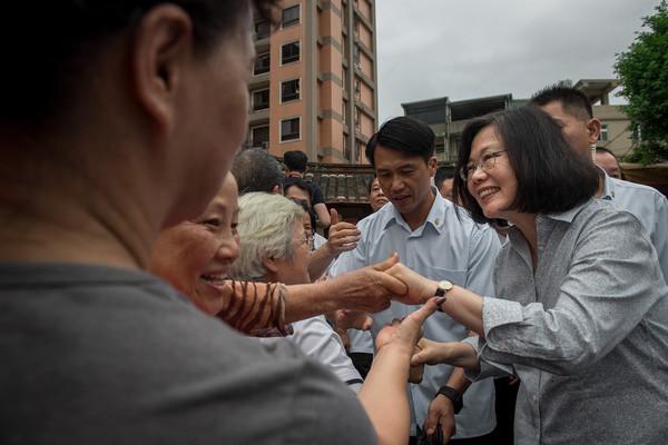 台民调:近6成民众不满蔡英文在两岸关系的表现