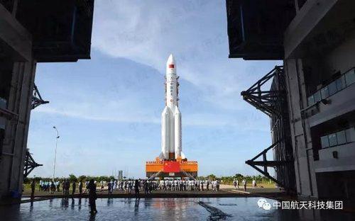 第二发长征五号大火箭完成垂直转运 7月初发射