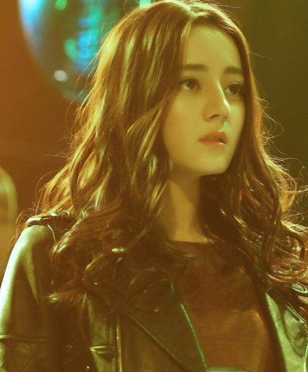 """迪丽热巴在韩国综艺节目,被称""""青年人最想要的脸"""""""