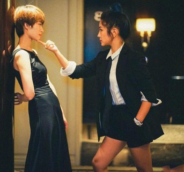 何洁穿西装卖攻气人设,可是她忘了曾经的刘涛张天爱了吗?