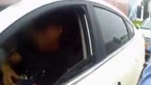 用假车被抓 男子下跪连抽自己40个耳光