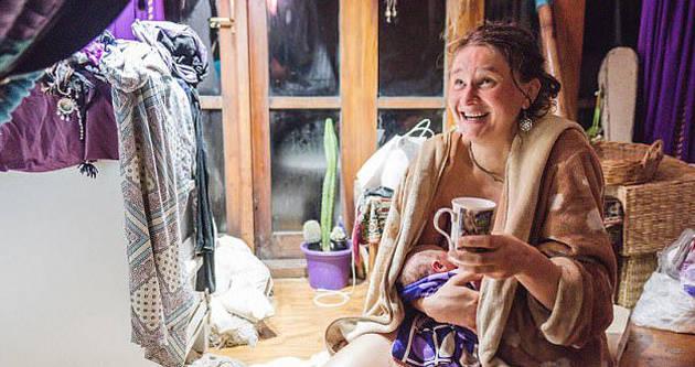 摄影师记录女子在家分娩宝宝全部过程