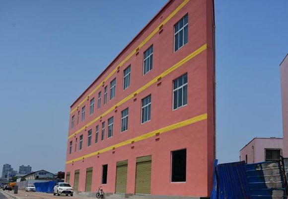 郑州现奇葩建筑 最薄处仅20余厘米