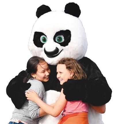 """全世界都爱大熊猫 """"熊猫外交""""聚民心"""