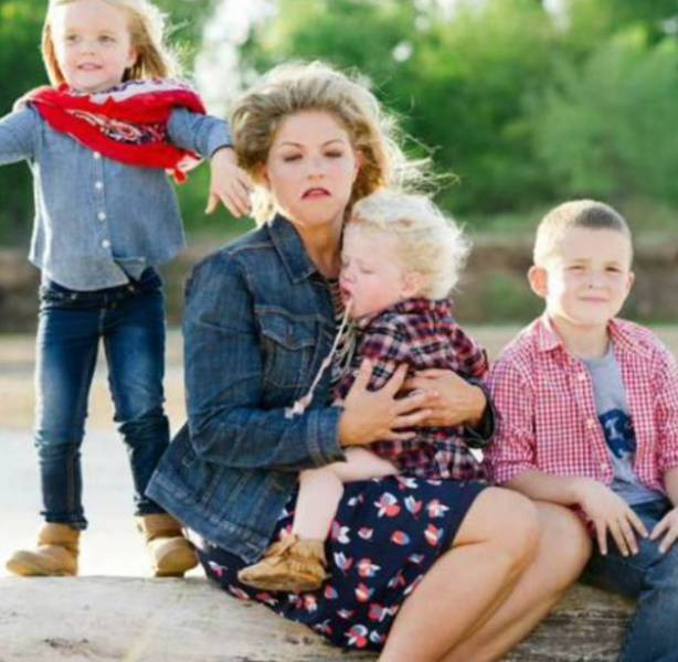 爆笑!小孩搞砸的家庭照图片