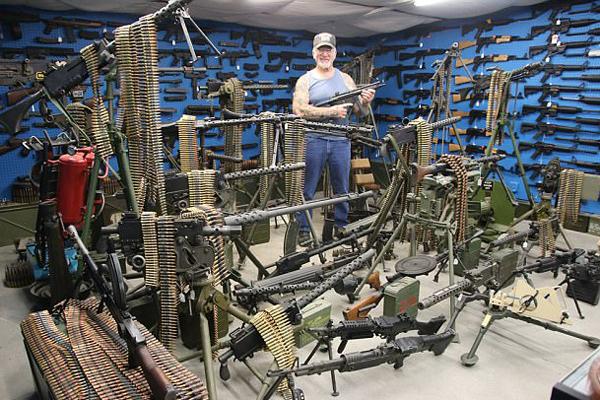 美枪支收藏家拥有数百只枪 堪称全美最佳私人武装
