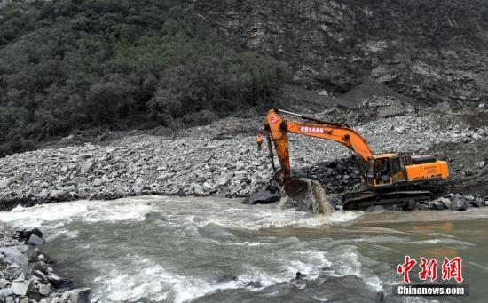 四川茂县山体滑坡发生72小时 仍有93人失联