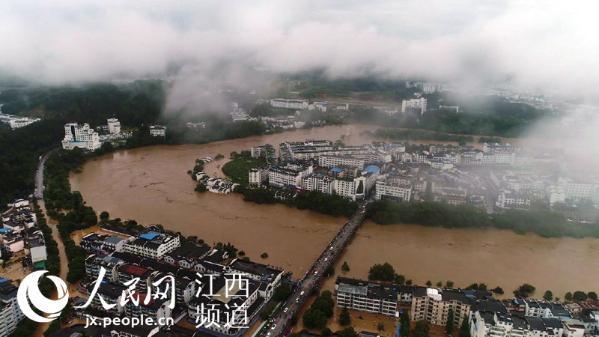 航拍婺源洪水围城 所有国省干线公路交通全部中断