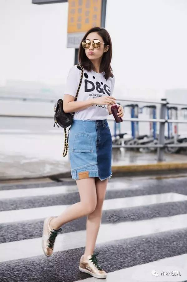还有夏日小可爱的短裙,和最最不挑衣服和谁都配一脸的牛仔短裙,都能与