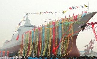 中国055大驱挂满彩旗正式下水