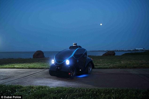 迪拜推微型无人驾驶警车 可巡逻追踪罪犯