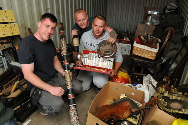 德国三名男子廉价收购木箱中藏贵重物品