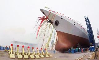 现场视频来了!中国首艘万吨级驱逐舰顺利下水