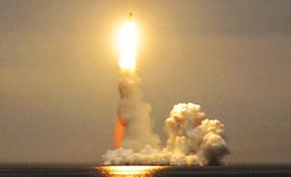 俄军北风之神级核潜艇成功试射布拉瓦洲际导弹