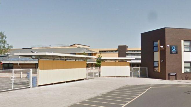 """麦格纳高中为该校""""行为矫正班""""寻找纪律负责人"""