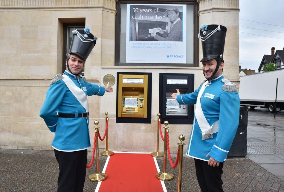 50岁啦! 世界上第一台ATM机原来是这样