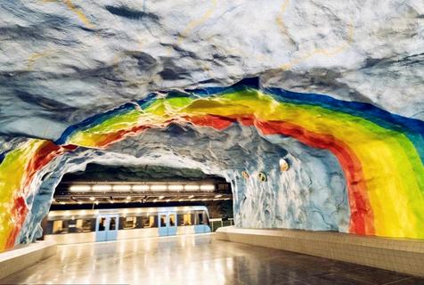 瑞典斯德哥尔摩地铁站似艺术画廊