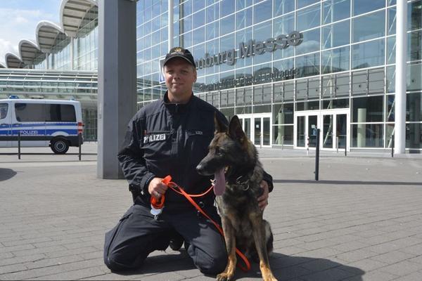 G20峰会筹备工作:汉堡展览中心举行警犬排爆演习