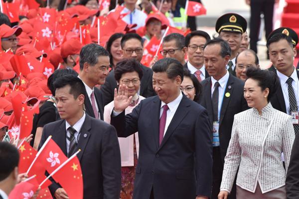 习近平抵达香港 将出席庆祝香港回归20周年大会并视察香港