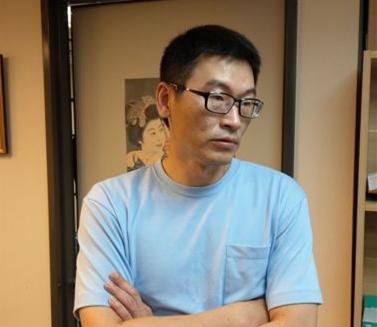 """民进党议员一晚光顾两家酒店把辣妹 称""""不得已去坐坐"""""""