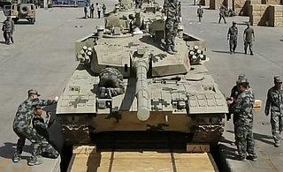 我军96B坦克即将启程赴俄比赛