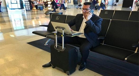 出差神器:行李箱秒变办公桌 再不用膝盖上办公