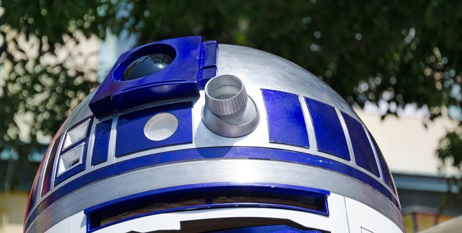《星战》R2-D2机器人拍卖 神秘买家出价276万美元
