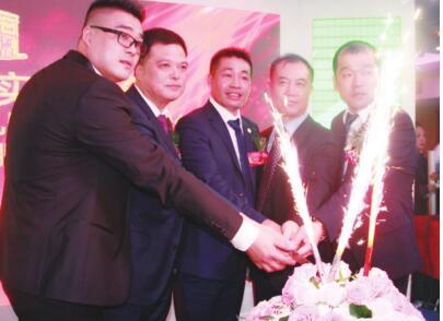 中法服装实业商会举行 第七届会长团就职典礼暨十三周年庆