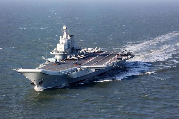 辽宁舰编队穿过台湾海峡 台军称派舰机全程监侦