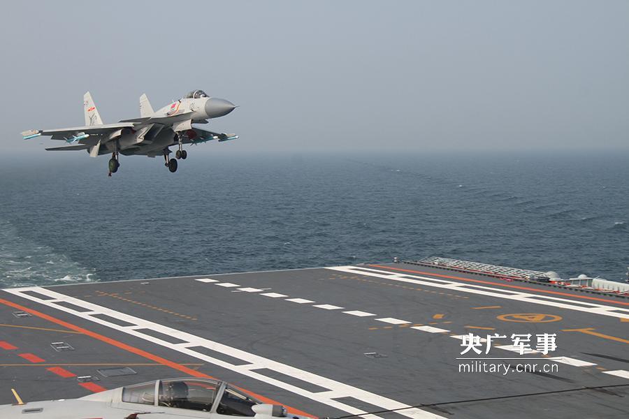 海军辽宁舰航母编队在某海域进入一级战斗部署