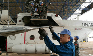 中国维和直升机在苏丹完成组装