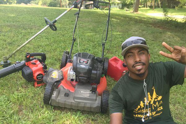 义工最高境界!美国男子39天跑50个州免费帮除草